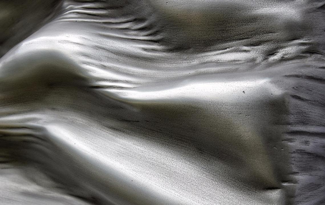 rouge ferrari monochrome treeheart treeart matiere vague ondulation brillance artist gallery tableau sculpture